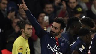 Paris Saint-Germain's Argentinian midfielder Ezequiel Lavezzi  celebrates his goal during the French League Cup football match between Paris Saint-Germain (PSG) and Toulouse on January 27, 2016 at the Parc des Princes stadium in Paris. AFP PHOTO / FRANCK FIFE / AFP / FRANCK FIFE