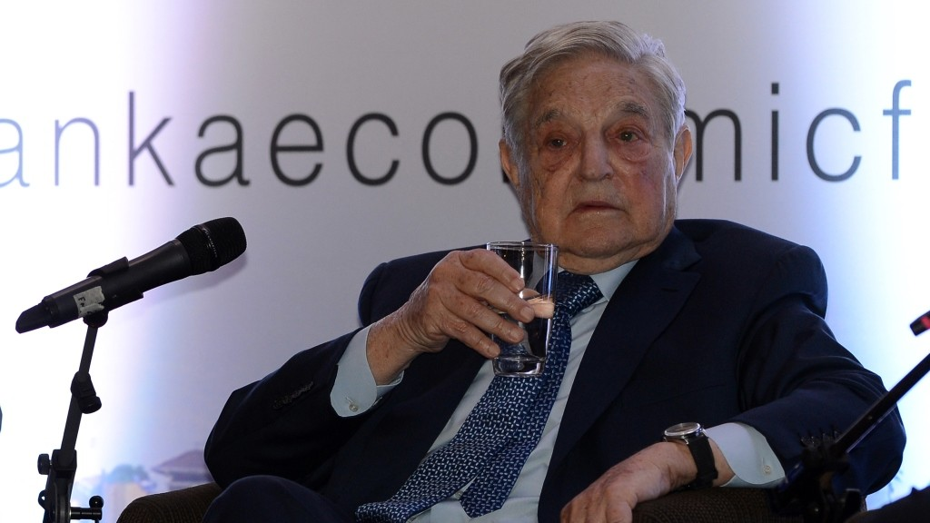 Hungarian-born US magnate and philanthropist George Soros attends an economic forum in Colombo on January 7, 2016. Sri Lanka's new government is trying to woo investors after a year in office. AFP PHOTO / LAKRUWAN WANNIARACHCHI / AFP / LAKRUWAN WANNIARACHCHI