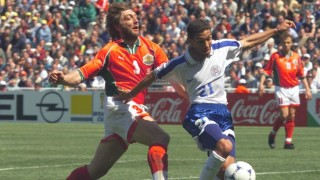 Paraguay Jorge Campos dribbles past Bulgarian defender Trifon Ivanov 12 June at the Stade de la Mosson in Montpellier during their 1998 Soccer World Cup Group A first round match. The match ended in a 0-0 tie. (ELECTRONIC IMAGE) / AFP / CHRISTOPHE SIMON