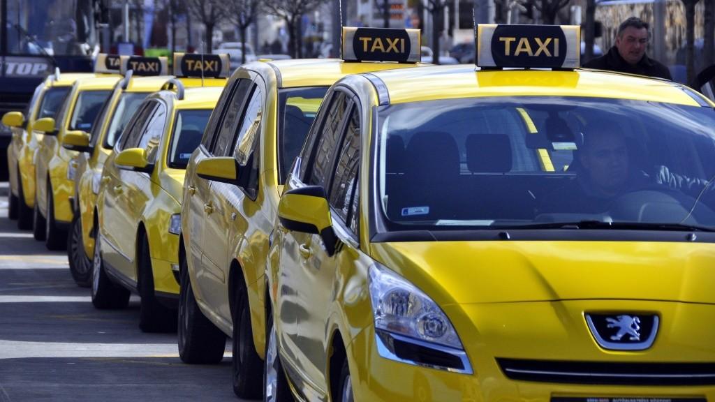 Közlekedés - Budapest - Sárga taxik