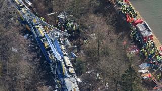 Bad Aibling, 2016. február 9.Légi felvétel a bajorországi Bad Aiblingnél történt vonatbaleset roncsairól 2016. február 9-én. A Meridian vasúttársaság személyszállító szerelvényei egyelőre ismeretlen okból frontálisan összeütköztek és több kocsi kisiklott. A szerencsétlenségben legkevesebb nyolcan életüket vesztették és mintegy százötvenen megsérültek. (MTI/EPA/Peter Kneffel)
