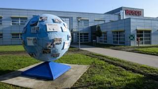 Hatvan, 2015. október 21. A Robert Bosch Elektronika Kft. egyik csarnoka Hatvanban 2015. október 21-én. Mintegy 2,7 milliárd forintos kapacitásbõvítõ, egyben 50 új munkahelyet is teremtõ beruházást adtak át a Bosch hatvani gyárában. MTI Fotó: Komka Péter