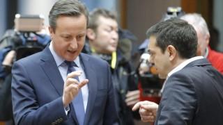 Brüsszel, 2016. február 18. David Cameron brit (b) és Alekszisz Ciprasz görög kormányfõ az EU-tagországok állam- és kormányfõinek kétnapos csúcstalálkozójának kezdetén Brüsszelben 2016. február 18-án. (MTI/EPA/Olivier Hoslet)