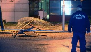 Budapest, 2016. február 29. Egy XXI. kerületi bevásárlóközpont kiszakított fala 2016. február 29-én. Az áruház utcai frontjának falát gépjármû segítségével három elkövetõ kiszakította, az üzlethelyiségbõl ékszereket lopott el, majd elmenekült. Közülük két embert elfogtak a rendõrök. MTI Fotó: Mihádák Zoltán
