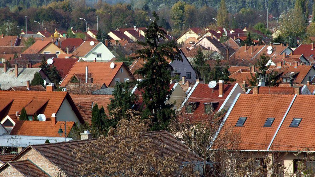 Gyula, 2013. október 31.Modern lakóházak a dél-alföldi város kertvárosi részében.MTVA/Bizományosi: Jászai Csaba ***************************Kedves Felhasználó!Az Ön által most kiválasztott fénykép nem képezi az MTI fotókiadásának, valamint az MTVA fotóarchívumának szerves részét. A kép tartalmáért és a szövegért a fotó készítője vállalja a felelősséget.