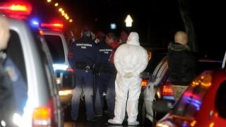 Budapest, 2016. február 2.Bűnügyi helyszínelők dolgoznak 2016. február 2-án Budapest XIII. kerületében, a Szent László utcában, ahol az egyik lakásban egy férfi előzetes szóváltást követően késsel megszúrta ismerősét. Az áldozat a helyszínen életét vesztette. A kiérkező rendőrök a helyszínen elfogták a bűncselekmény gyanúsítottját.MTI Fotó: Mihádák Zoltán