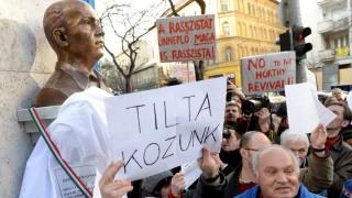 Emléknap - Tiltakozók akadályozták meg Donáth György szobrának avatását Budapesten