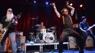 Singer of Eagles of Death Metal - Jesse Hughes (C) performs on the stage of the Debaser Medis in Stockholm, on February 13, 2016.   / AFP / TT News Agency / Vilhelm Stokstad/TT / Sweden OUT