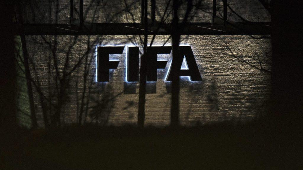 Zürich, 2015. december 17. A Nemzetközi Labdarúgó-szövetség, a FIFA zürichi székháza 2015. december 17-én. A szövetség etikai bizottságának döntõbírái ezen a napon hallgatják meg Joseph Blattert, a FIFA korrupció gyanúja miatt 90 napra felfüggesztett elnökét. (MTI/EPA/Walter Bieri)