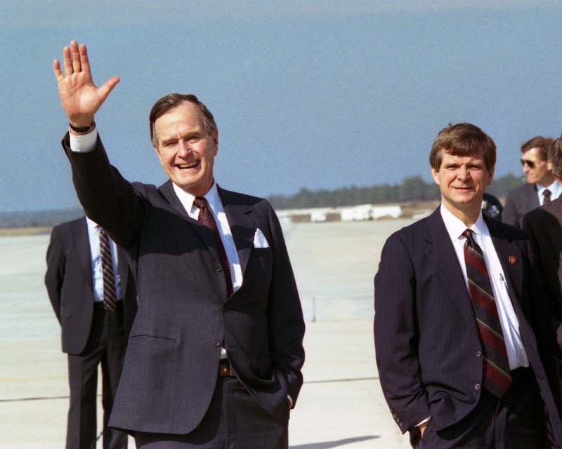 P00653-12   Accompanied by Lee Atwater, President Bush arrives Columbia, South Carolina, 15 Feb 89.  Photo Credit:  George Bush Presidential Library and Museum