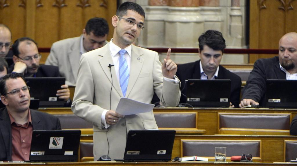 Budapest, 2015. június 16. Novák Elõd jobbikos képviselõ felszólal napirend elõtt az Országgyûlés plenáris ülésén 2015. június 16-án. MTI Fotó: Soós Lajos