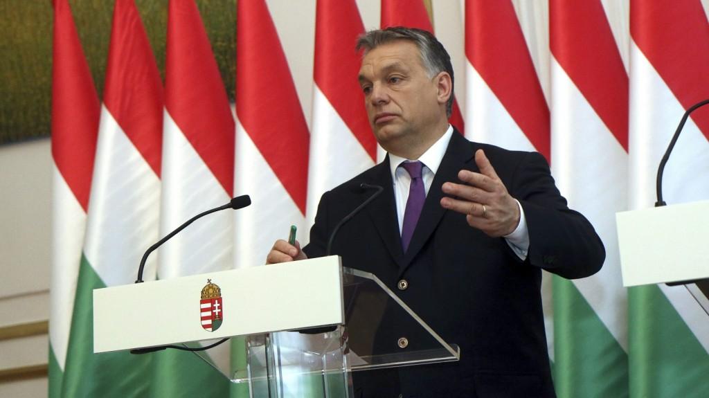 Miskolc, 2016. február 11. Orbán Viktor miniszterelnök Kriza Ákos polgármesterrel közösen tartott sajtótájékoztatóján a miskolci városházán 2016. február 11-én. A kormányfõ annak alkalmából tárgyalt a polgármesterrel a megyeszékhely fejlesztéseirõl, hogy a Fidesz-KDNP-frakciószövetség Lillafüreden tartja kihelyezett ülését. MTI Fotó: Vajda János
