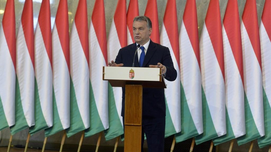 Budapest, 2016. február 24. Orbán Viktor miniszterelnök sajtótájékoztatót tart a Parlament Delegációs termében 2016. február 24-én. A kormány döntést hozott a kötelezõ betelepítési kvótáról szóló országos népszavazás kiírásáról. MTI Fotó: Koszticsák Szilárd