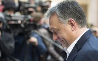 Brüsszel, 2016. február 19. Orbán Viktor miniszterelnök az Európai Unió kétnapos brüsszeli csúcstalálkozójának második napi ülésére érkezik 2016. február 19-én. A tagállamok vezetõi a migrációs válságról és Nagy-Britannia uniós reformigényeirõl tárgyalnak. (MTI/EPA/Stephanie Lecocq)