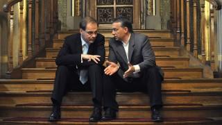 Budapest, 2009. június 15.Navracsics Tibor, a Fidesz frakcióvezetője és Orbán Viktor, a párt elnöke az Országgyűlés ülésterme mellett, a lépcsőn ülve beszélgetnek a legfőbb bíró személyéről szóló szavazás szünetében.MTI Fotó: Beliczay László