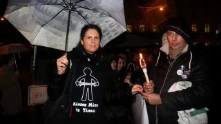 Miskolc, 2016. február 3.A korábban fekete ruhás nővérként ismertté vált Sándor Mária a pedagógusok és szimpatizánsaik demonstrációján a miskolci Hősök terén 2016. február 3-án. A Fogadóóra címmel megrendezett tüntetés szervezői az oktatási rendszer ellen tiltakoznak.MTI Fotó: Vajda János