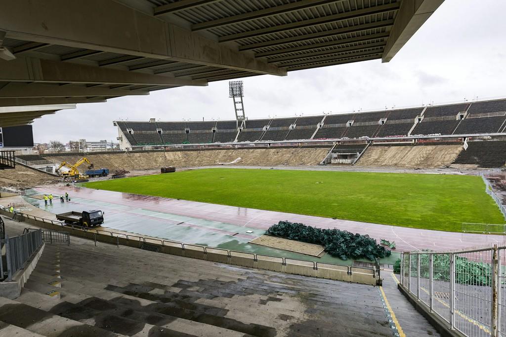 Budapest, 2016. március 2.Munkagépek a Puskás Ferenc Stadion bontásán 2016. március 1-jén. A tervek szerint nyolc hónapig tart a bontás, az új aréna építése decemberben kezdődhet el és 2019-ben fejeződik be.MTI Fotó: Szigetváry Zsolt