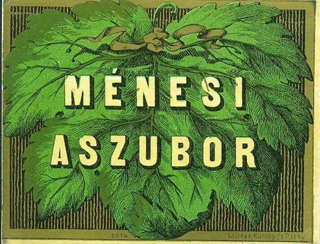 Fekvő téglalap alakú hascímke, arany keretben, arany és barna vékony csíkos háttér előtt egy nagy zöld szőlőlevél, azon sárgás felirat: Ménesi Aszubor