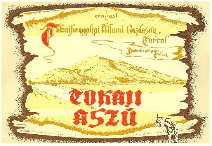 Barna keretben, szőlőhegy illusztrációval, sárgás színezésű italcímke, piros  feliratozással: Tokaji aszú
