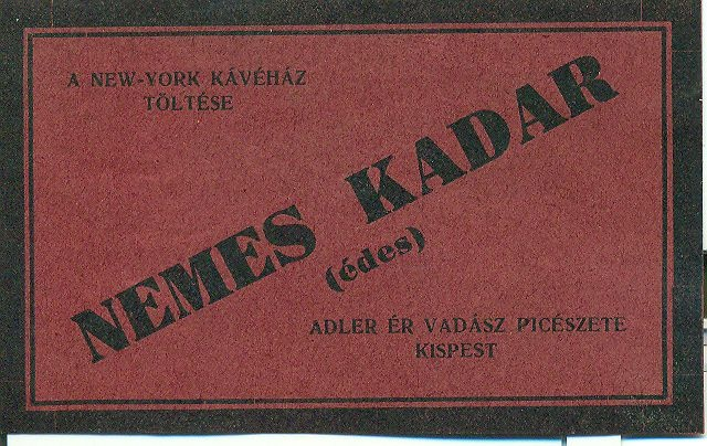Fekvő téglalap alakú hascímke, bordó alapon fekete keret és fekete feliratok: A New-York Kávéház Töltése Adler ér Vadász Pincészete, Kispest