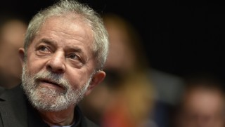 (FILES) This file photo taken on August 29, 2015 shows Brazilian former president (2003-2011) Luiz Inacio Lula Da Silva participating in the 12th Congress of the Brazilian Workers Union (CUT) in Belo Horizonte, Brazil, on August 28, 2015.  Brazil police search home on March 4, 2016 of ex-president Lula da Silva and detained him for questioning in a probe into a huge corruption scheme, Brazilian media reported. Officials confirmed to AFP that a major sweep including detentions and searches of properties had taken place, but would not immediately confirm that Lula was one of the targets. The probe, known as Operation Car Wash, has dismantled a vast embezzlement and bribery conspiracy centered on national oil company Petrobras.  / AFP / DOUGLAS MAGNO