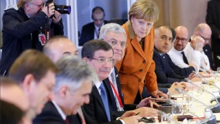Turkish Prime Minister Ahmet Davutoglu (4th L), German Chancellor Angela Merkel (4th R) and other European leaders attend the lunch of a European Union leaders' summit with Turkey on the migrant crisis at the European Council in Brussels, on March 7, 2016. EU leaders held a summit with Turkey's prime minister on March 7 in order to back closing the Balkans migrant route and urge Ankara to accept deportations of large numbers of economic migrants from overstretched Greece. The European Union is hardening its stance in a bid to defuse the worst refugee crisis since World War II by increasingly putting the onus on Turkey and EU member Greece in return for aid.  / AFP / POOL / OLIVIER HOSLET