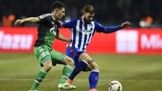 Schalke's Austrian midfielder Alessandro Schoepf (L) and Hertha's defender Marvin Plattenhardt vie for the ball during the German first division Bundesliga football match, Hertha Berlin v Schalke 04, at the Olympic stadium in Berlin on March 11, 2016.  / AFP / ODD ANDERSEN / RESTRICTIONS: DURING MATCH TIME: DFL RULES TO LIMIT THE ONLINE USAGE TO 15 PICTURES PER MATCH AND FORBID IMAGE SEQUENCES TO SIMULATE VIDEO. == RESTRICTED TO EDITORIAL USE == FOR FURTHER QUERIES PLEASE CONTACT DFL DIRECTLY AT + 49 69 650050