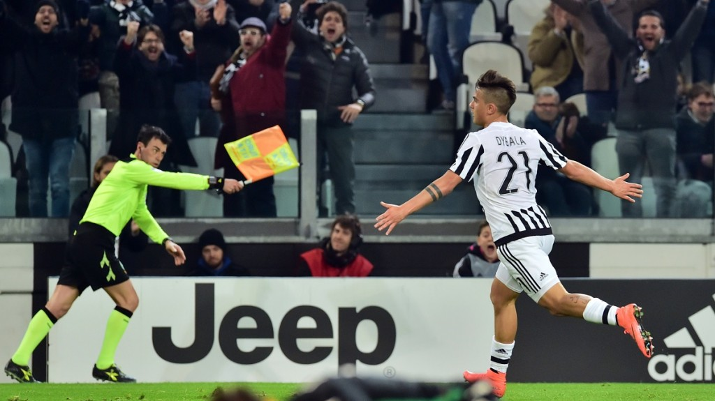 Juventus' Argentinan forward Paulo Dybala celebrates after scoring a goal during the Italian Serie A football match betwenn Juventus and Sassuolo on March 11, 2016 at he Juventus Stadium in Turin.  / AFP / GIUSEPPE CACACE