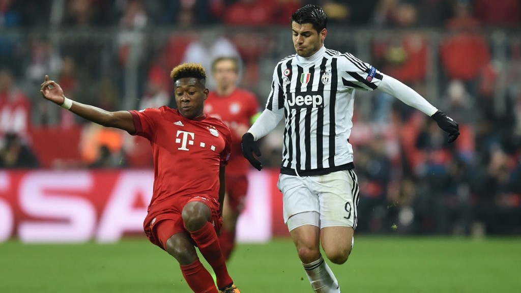 Bayern Munich's Austrian midfielder David Alaba  (L) and Juventus' forward from Spain Alvaro Morata   vie for the ball during the UEFA Champions League, Round of 16, second leg football match FC Bayern Munich v Juventus in Munich, southern Germany on March 16, 2016. / AFP / CHRISTOF STACHE