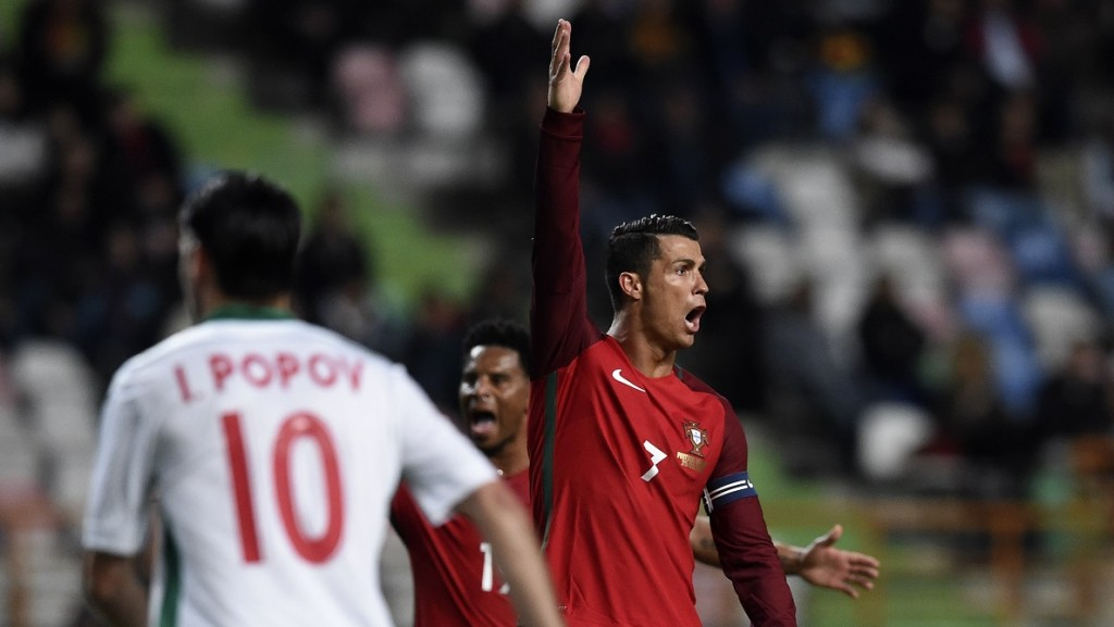 Portugal's forward Cristiano Ronaldo gestures during the EURO 2016 friendly football match Portugal vs Bulgaria at Magalhaes Pessoa stadium in Leiria on March 25, 2016. / AFP / FRANCISCO LEONG