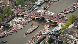 An aerial view shows the Amsterdam canals during the annual Gay Pride parade in Amsterdam on August 1, 2015.AFP PHOTO / ANP / BRAM VAN DE-BIEZEN == NETHERLANDS OUT == / AFP / ANP / BRAM VAN DE-BIEZEN