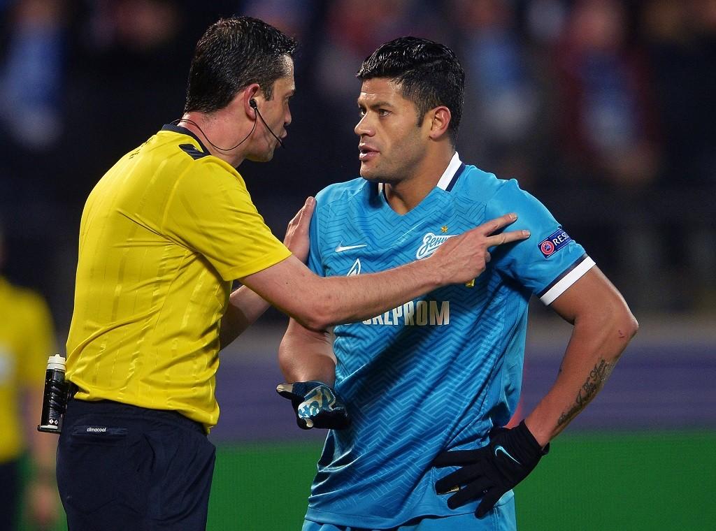 2804066 03/09/2016 Chief referee Viktor Kassai, left, and Zenit's Hulk during the UEFA Champions League's round of 16 match between Zenit St. Petersburg and Benfica Lisbon. Vladimir Astapkovich/Sputnik