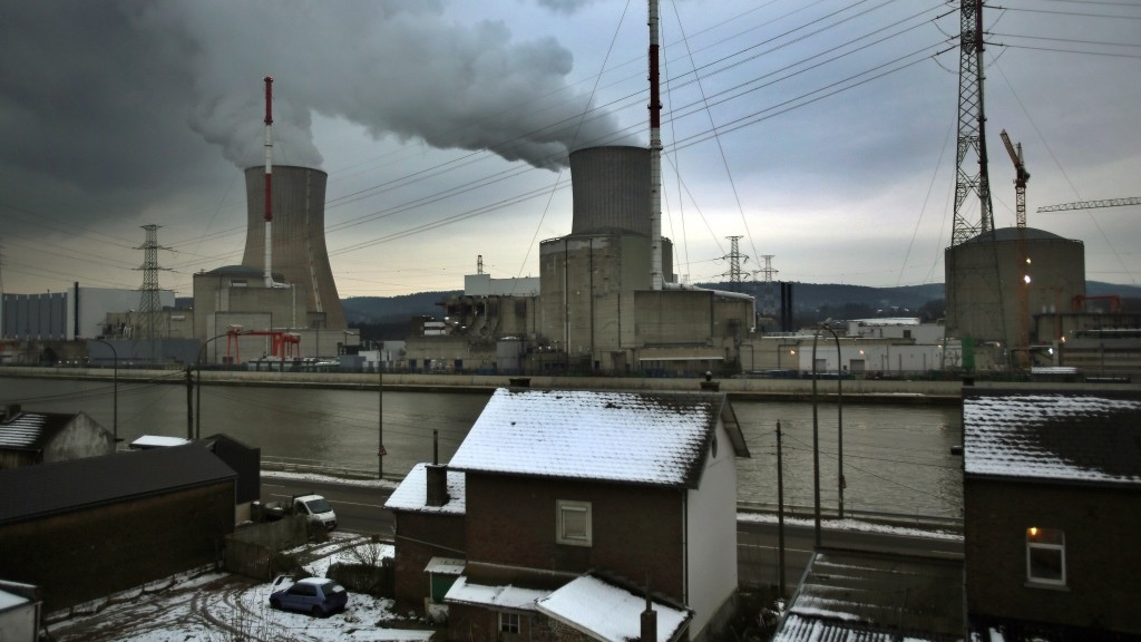 Steam rises from the cooling towers of the Tihange nuclear power plant, operated by electricity supplier Electrabel, in Huy, Belgium, 20 January 2016. Photo: Oliver Berg/dpa