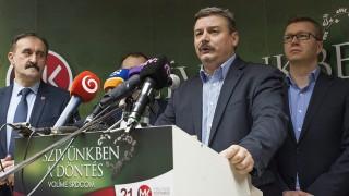 Pozsony, 2016. március 6. Berényi József, a Magyar Közösség Pártjának (MKP) elnöke (j2) sajtótájékoztatót tart a szlovákiai parlamenti választások eredményváróján az MKP pozsonyi székházában 2016. március 6-án. Az MKP a szavazatok 4,46 százalékát szerezte meg, így az 5 százalékos küszöb miatt nem jutott be a szlovák törvényhozásba. MTI Fotó: Krizsán Csaba