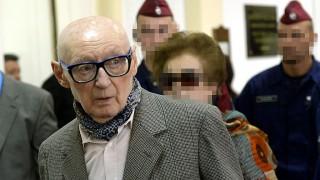 Budapest, 2014. március 18.Az 1956-os forradalmat követő megtorlások kapcsán háborús bűntettel vádolt Biszku Béla a bíróság folyosóján büntetőpere tárgyalásának szünetében a Fővárosi Törvényszéken 2014. március 18-án. A Magyar Szocialista Munkáspárt (MSZMP) központi, irányító és döntéshozó testületének, az úgynevezett karhatalmat létrehozó Ideiglenes Intéző Bizottság egykori tagja, volt PB- majd KB-tag tagadta a terhére rótt bűncselekmények elkövetését. A 92 éves volt belügyminiszterre a vádiratban életfogytiglani szabadságvesztés kiszabását kérték.MTI Fotó: Beliczay László