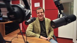 Budapest, 2009. november 19.Pakots Zsolt, a Class FM vezérigazgatója az új rádió stúdiójában. Pár másodperccel éjfél után elindult a két új országos kereskedelmi rádió: a Sláger helyén jelentkező NeoFM és a Danubiust váltó Class FM. A hét évre szóló műsorszolgáltatási jogosultságot október 28-án ítélte oda a pályázóknak az Országos Rádió és Televízió Testület (ORTT), miután a frekvenciákon korábban sugárzó adók szerződése lejárt.MTI Fotó: Kovács Tamás