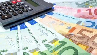 Budapest, 2015. május 9. Számológép és bankjegyek a gazdasági, pénzügyi események, hírek illusztrálására. MTVA/Bizományosi: Faluldi Imre  *************************** Kedves Felhasználó! Az Ön által most kiválasztott fénykép nem képezi az MTI fotókiadásának, valamint az MTVA fotóarchívumának szerves részét. A kép tartalmáért és a szövegért a fotó készítõje vállalja a felelõsséget.