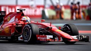 Ferrari's German driver Sebastian Vettel competes in the F1 Mexico Grand Prix at the Hermanos Rodriguez racetrack in Mexico City on November 1, 2015.   AFP PHOTO / YURI CORTEZ / AFP / YURI CORTEZ