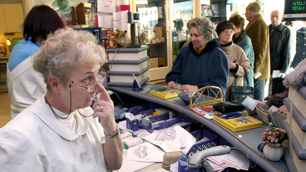 Egy havi nyugdíjuk megy el gyógyszerekre a 65 éve felettieknek