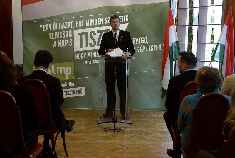 Budapest, 2015. március 15.Hadházy Ákos, a párt antikorrupciós szakszóvivője beszél az LMP ünnepi megemlékezésén a budapesti Pilvax kávéházban az 1848-49-es forradalom és szabadságharc kitörésének 167. évfordulóján, 2015. március 15-én.MTI Fotó: Bruzák Noémi