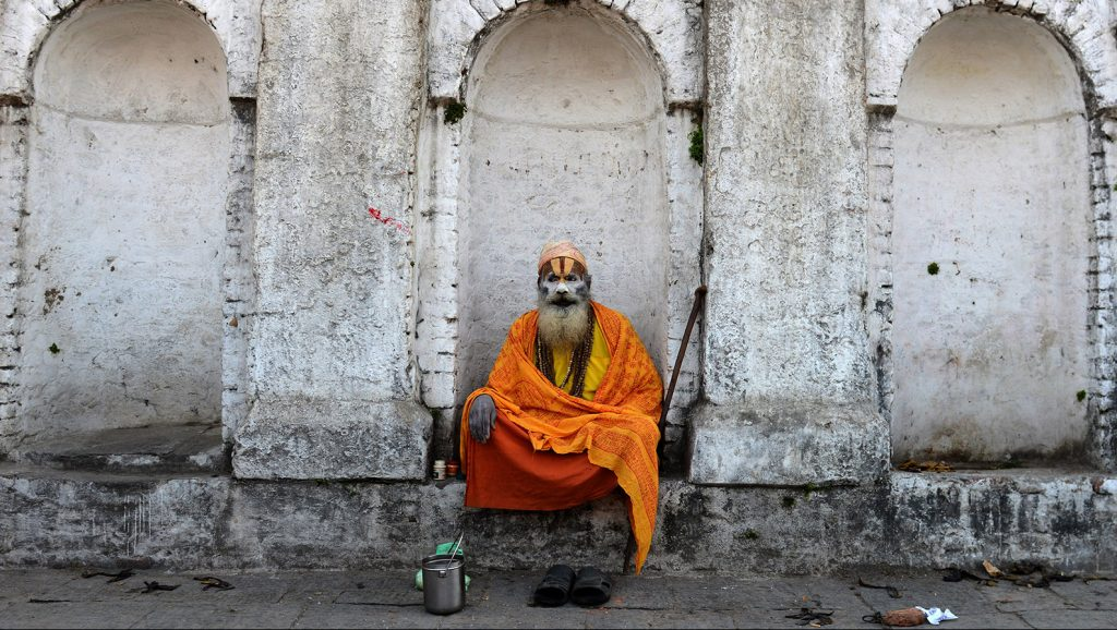A Nepalese Sadhu (Hindu holy man) looks on during perparations for the Maha Shivaratri festival in Kathmandu on March 7, 2016.Hindus mark the Maha Shivratri festival by offering special prayers and fasting. Hundreds of sadhu have arrived in Kathmandu's Pashupatinath to take part in the Maha Shivaratri festival. / AFP / PRAKASH MATHEMA
