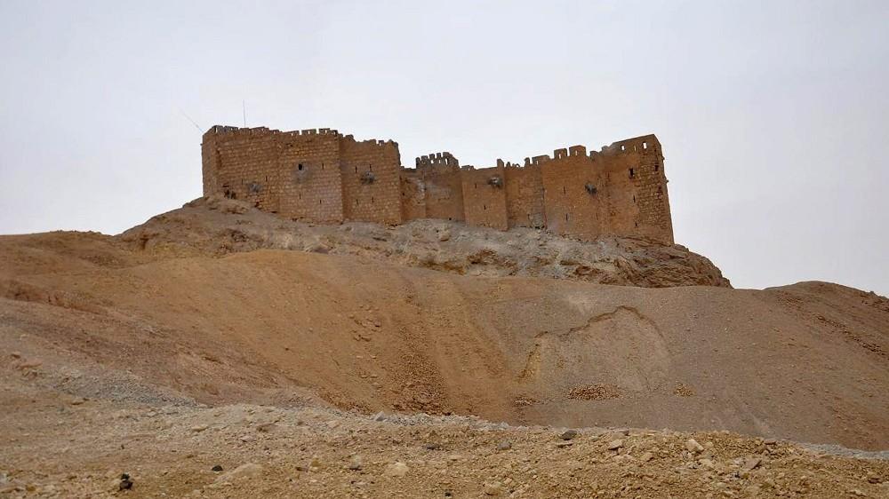 Palmüra, 2016. március 27. A SANA szíriai állami hírügynökség által közreadott kép a citadella épületérõl a közép-szíriai Homsz kormányzóságban lévõ Palmüra városában 2016. március 27-én. A szíriai hadsereg visszafoglalta az Iszlám Állam (IÁ) terrorszervezet fegyvereseitõl az ókori romvárost. (MTI/AP/SANA)