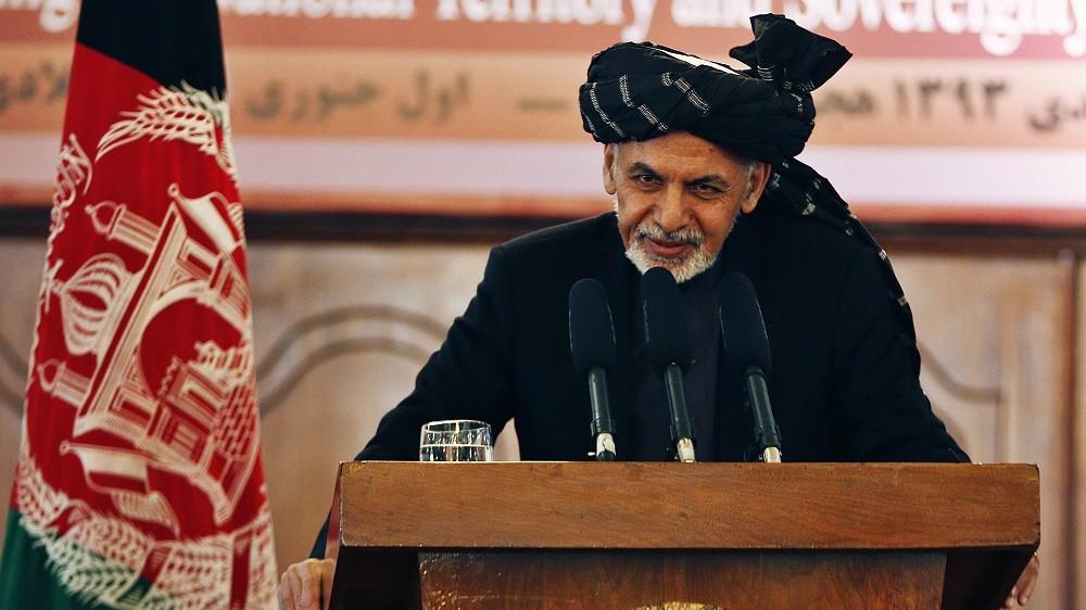 Kabul, 2015. január 1. Asraf Gáni afgán államfõ sajtótájékoztatót tart a kabuli elnöki palotában 2015. január 1-jén. Gáni kijelentette, hogy mostantól kezdve egyedül a helyi biztonsági erõk felelõssége, hogy megvédjék Afganisztánt a tálib lázadóktól. Január elsejére hivatalosan is véget ért a NATO vezette nemzetközi biztonsági erõk (ISAF) harci küldetése Afganisztánban, és az új évvel kezdetét vette az Eltökélt Támogatás fedõnevû misszió, amelynek keretében húsz ország (köztük Magyarország) mintegy 12 ezer katonája képezi ki és látja majd el tanácsokkal az afgán biztonsági erõket. (MTI/EPA/Hedayatullah Amid)