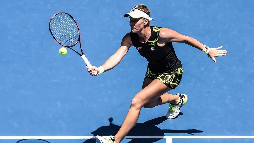 Melbourne, 2016. január 20. Babos Tímea a svájci Belinda Bencic elleni játszma közben az ausztrál nyílt teniszbajnokság nõi egyesének második fordulójában Melbourne-ben 2016. január 20-án. Bencic 6:3-6:3-ra nyert Babos ellen. (MTI/EPA/Filip Singer)