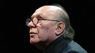 Budapest, 2007. december 6.Kertész Imre író tart dedikálással egybekötött felolvasóestet december 5-én a Nemzeti Színházban, abból az alkalomból, hogy öt éve vette át az irodalmi Nobel-díjat.MTI Fotó: Kollányi Péter