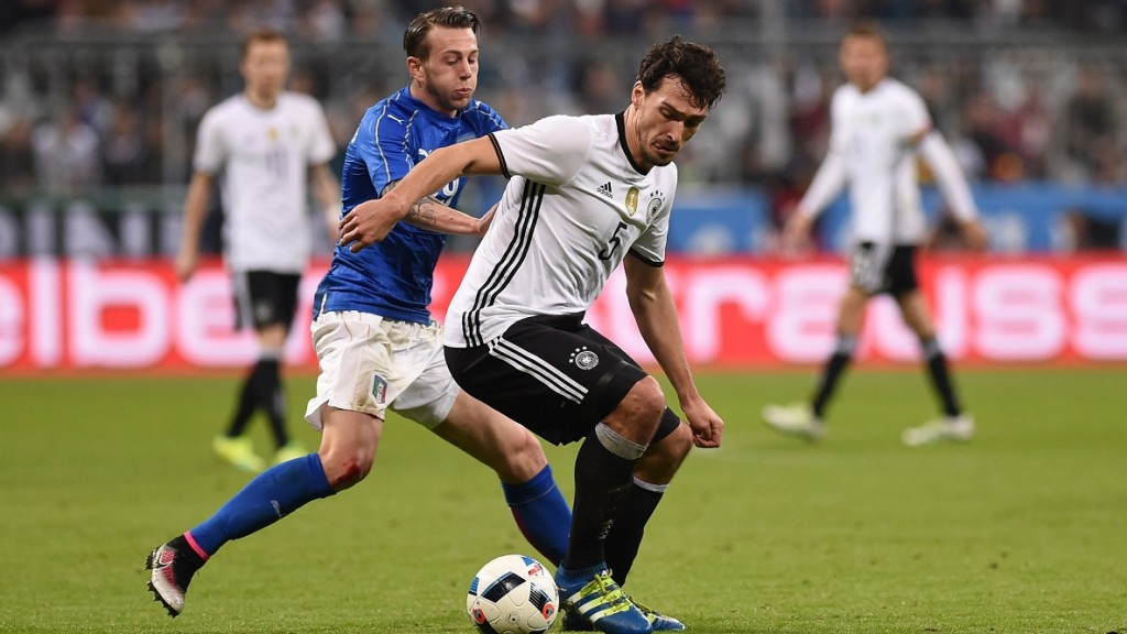 MUNICH, GERMANY - March 29: Mats Hummels (R) of Germany and Federico Bernardeschi (L) of Italy vie for the ball during the friendly football match between Germany and Italy in the Allianz Arena in Munich, Germany on March 29, 2016.  Lukas Barth / Anadolu Agency