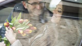 Nyíregyháza, 2014. március 7.Vígh Béla virággal köszönti nőnap alkalmából  feleségét, Vígh-Kovács Szabinát Nyíregyházán 2014. március 7-én.MTI Fotó: Balázs Attila