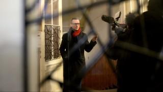 Budapest, 2016. február 19. Pukli István, a XIV. kerületi Teleki Blanka Gimnázium igazgatója nyilatkozik az intézmény elõtt tartott demonstráció idején, 2016. február 19-én. A szolidaritási akciónak nevezett tüntetés résztvevõi azért tiltakoztak, mert a Klebelsberg Intézményfenntartó Központ tankerületi vezetõje számos dokumentumot kért be Pukli Istvántól, miután az általa vezetett gimnázium tanárai csatlakoztak a februári pedagógustüntetéshez. MTI Fotó: Bruzák Noémi