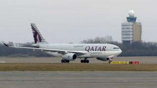 Budapest, 2016. március 3. A Qatar Cargo Airbus A330-200F típusú repülõgépe leszáll a Budapest Liszt Ferenc nemzetközi repülõtéren 2016. március 3-án. Elindította rendszeres Doha-Budapest járatait a Qatar Airways áruszállító üzletága. Az öböl-menti teherszállító légitársaság járatai hetente két alkalommal, csütörtökön és vasárnap érkeznek majd Budapestre. MTI Fotó: Kovács Tamás