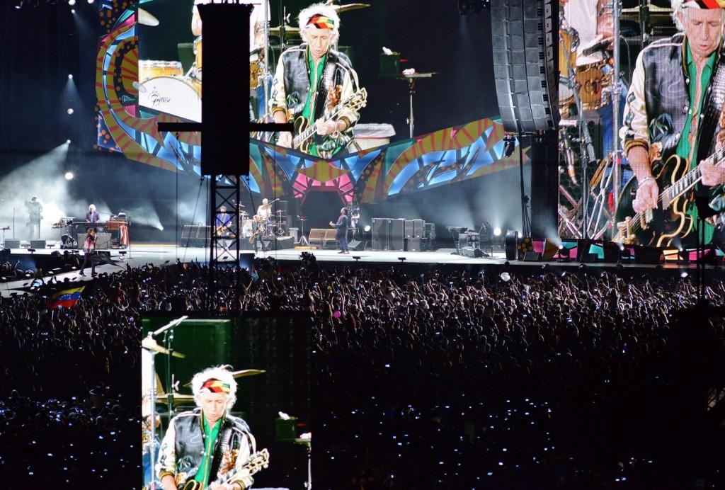 Havanna, 2016. március 26. Keith Richards gitáros az óriáskivetítõn a Rolling Stones brit rockzenekar havannai ingyenes koncertjén 2016. március 25-én. (MTI/EPA/Rolando Pujol)